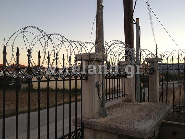 clôtures avec le fil concertina en réseau